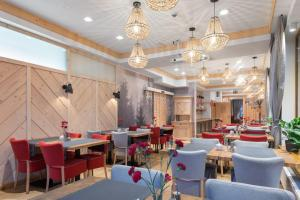 A restaurant or other place to eat at Hotel Foluszowy Potok
