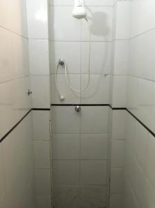 A bathroom at hotel Economico da SE