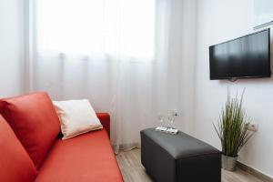 Una televisión o centro de entretenimiento en Hostly SEVILLA CENTRO O'DONNELL B