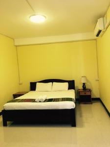 A bed or beds in a room at Thoulasith Guesthouse