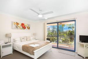 A bed or beds in a room at Bella Mare Coolangatta Beachside Apartments