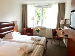 A bed or beds in a room at Hotel Bredeney