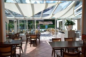 A restaurant or other place to eat at Hotel De Torenhoeve