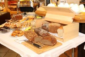 Frühstücksoptionen für Gäste der Unterkunft Hotel-Garni & Hostel Sandwirt