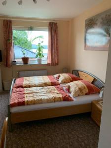 Ein Bett oder Betten in einem Zimmer der Unterkunft Landhaus Bucheneck