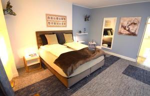 Ein Bett oder Betten in einem Zimmer der Unterkunft BESOTEL Erkrath- Ferienwohnungen und Apartments