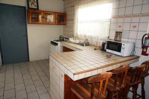 A cozinha ou cozinha compacta de Hersher Studio's & Apartments