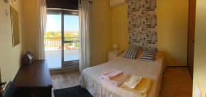 A bed or beds in a room at Carcavelos Beach House