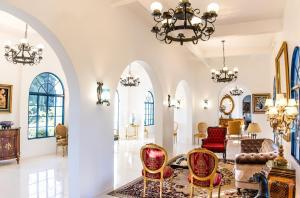 A seating area at Hotel Gramado Palace