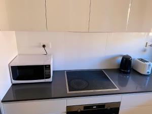 A kitchen or kitchenette at Cozy living in Darling Harbour with Free Parking