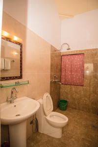 A bathroom at Chitwan Adventure Resort