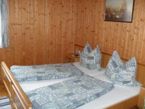 Ein Bett oder Betten in einem Zimmer der Unterkunft Ferienhaus Warmuth