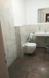 Ein Badezimmer in der Unterkunft Der Quellenhof