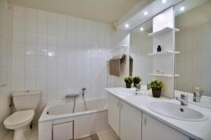 A bathroom at Scorpio B