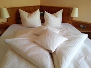 Ein Bett oder Betten in einem Zimmer der Unterkunft Hotel Altenberg
