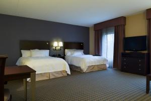 A bed or beds in a room at Hampton Inn & Suites Vineland
