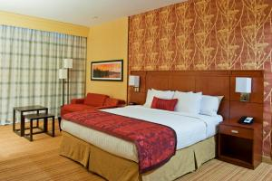 A bed or beds in a room at Courtyard by Marriott Ottawa East