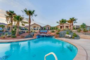 The swimming pool at or near Mountain View Retreat: Paradise Village at Zion #39