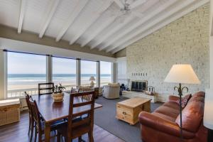 A seating area at Spindrift Oceanfront Home - The Helm