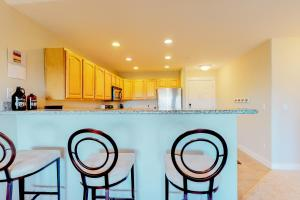 A kitchen or kitchenette at Lighthouse Views