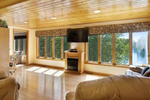 A television and/or entertainment center at Foye Cove Escape