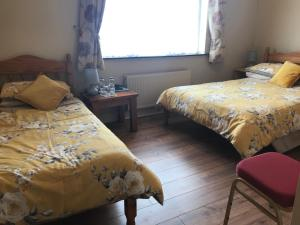 A bed or beds in a room at Hillview Farm House B&B