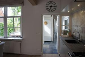 A kitchen or kitchenette at Charming house in Cadzand