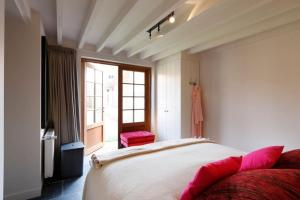 A bed or beds in a room at Charming house in Cadzand
