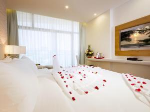Кровать или кровати в номере Diamond Bay Hotel
