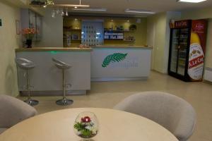 Лаундж или бар в Hotell Sõnajala