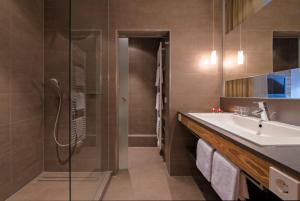 A bathroom at Alemannenhof - Boutique Hotel am Titisee