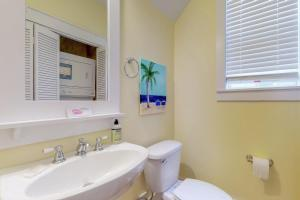 A bathroom at Barefoot Cottages #B28