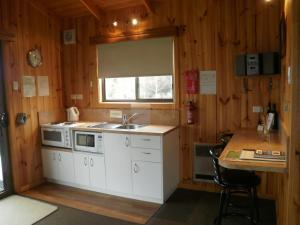 A kitchen or kitchenette at Duffy's Country Accommodation