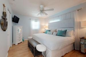 A bed or beds in a room at Bay View Inn 202