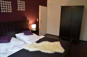 Ein Bett oder Betten in einem Zimmer der Unterkunft Wolfschlucht
