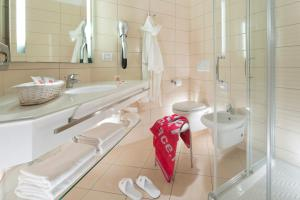 A bathroom at Terminal Palace & SPA