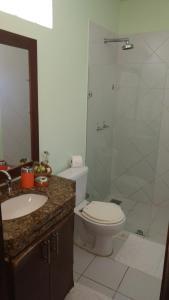 Uma casa de banho em Pousada dos Girassóis