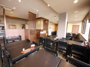 A restaurant or other place to eat at Hotel Route-Inn Myoko Arai