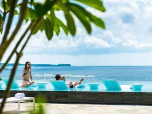 ハレクラニ沖縄の敷地内または近くにあるプール