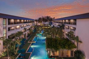 DoubleTree by Hilton Phuket Banthai Resort游泳池或附近泳池的景觀