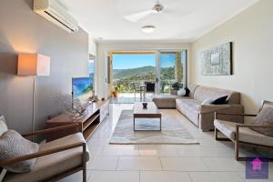 A seating area at Amazing Ocean views, Pool, Award winning location, Airlie Beach