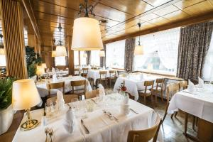 A restaurant or other place to eat at Hotel Kreuz