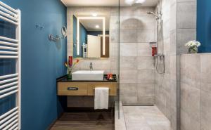 A bathroom at Leonardo Hotel Budapest