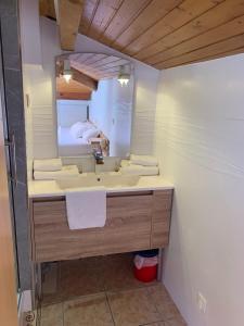 A bathroom at Mer et Golf