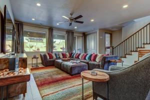 A seating area at Paradise Village #57