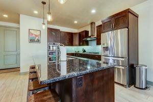 A kitchen or kitchenette at Paradise Village #57
