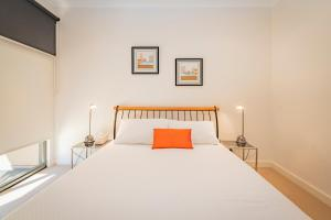A bed or beds in a room at Stylish 3 Bedroom Condo