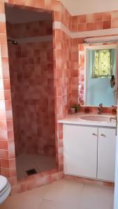 Salle de bains dans l'établissement 1321 Route de l'Escalet villa les oliviers