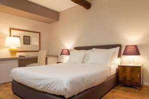 A bed or beds in a room at B The Guest Downtown