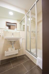 Ein Badezimmer in der Unterkunft Ammerseehäuser
